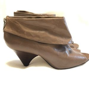 Micheal Kors size 9 Booties